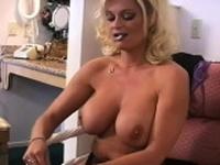 Racy bimbo could not hold back from masturbating