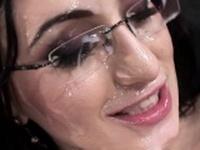 Euro business slut loves facial bukkake