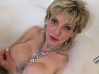 Unfaithful british mature lady sonia pops out her gigantic b