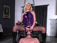 Hot pornstar femdom facesitting with cumshot