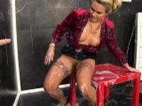 Kinky ho rubbing pussy