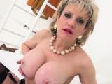 Unfaithful english mature lady sonia displays her lar85dWI